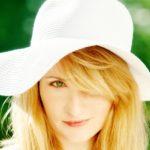 白い麦わら帽子の女性26