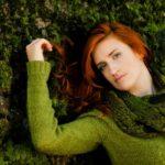 地面に横たわる女性2